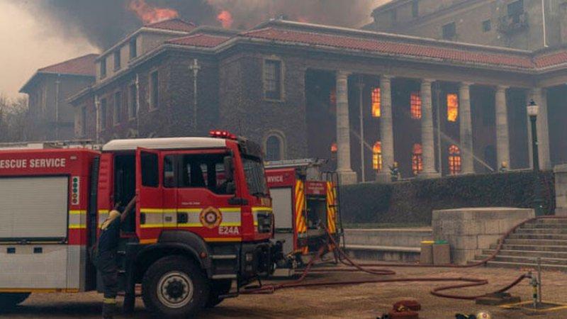 Güney Afrika'da üniversitede yangın: 4 bin öğrenci tahliye edildi